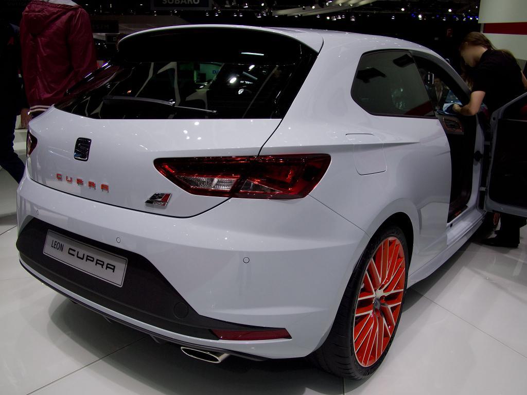 Seat Leon Cupra Neuwagen Modell 2015 mit 29% Rabatt günstig kaufen